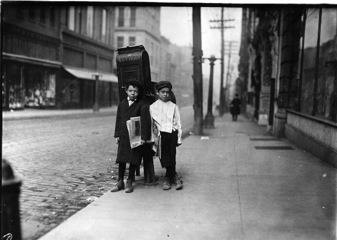 Imagen de niños vendedores de periódicos