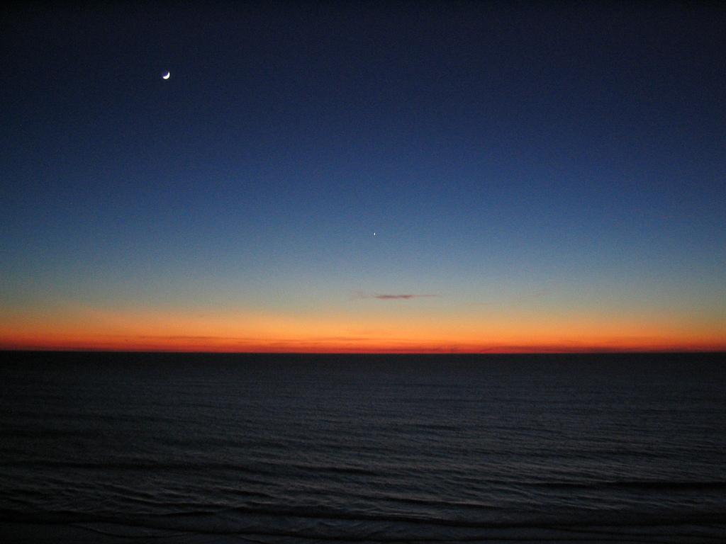 Anochecer En Una Playa De Cádiz