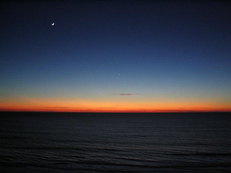 Imagen del anochecer en el mar de Cádiz