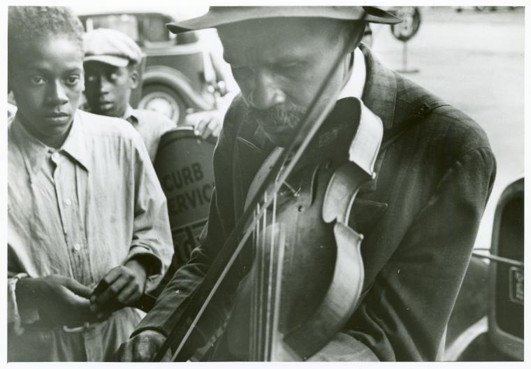 Imagen de un músico callejero