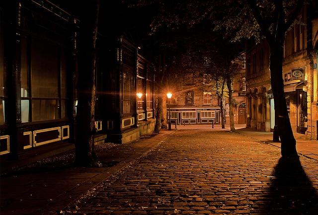 Imagen de una calle de noche