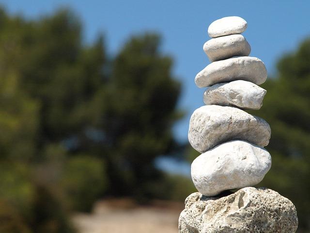 Imagen de piedras en equilibrio