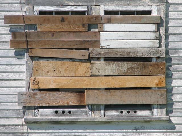 Imagen de una ventana de madera