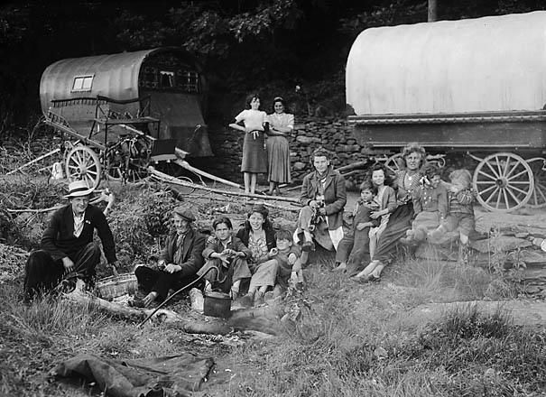 Imagen de gitanos acampando