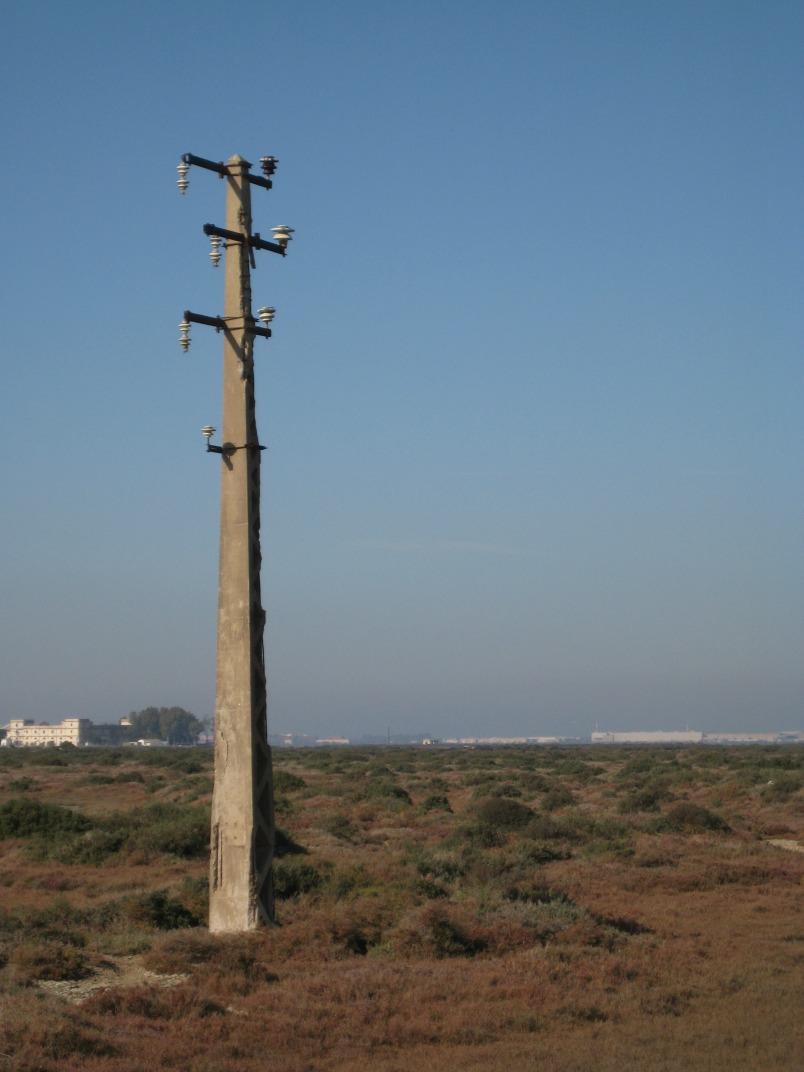 Imagen de un poste abandonado